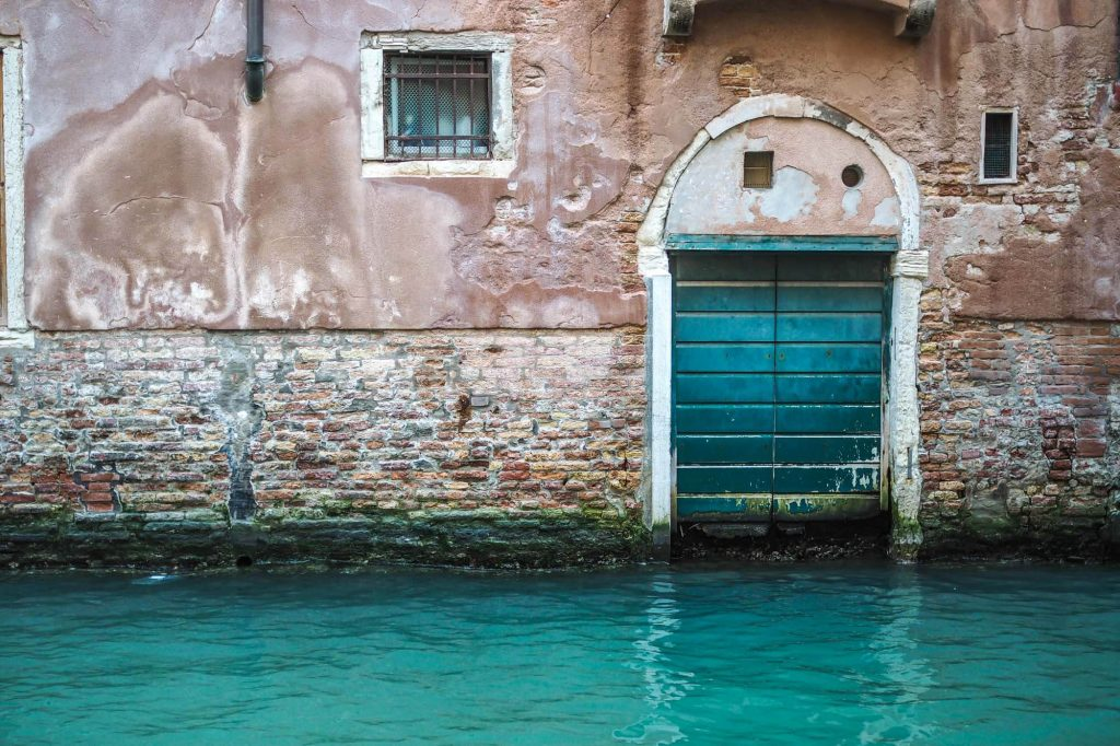 Blue water, Venice - Travel photographer