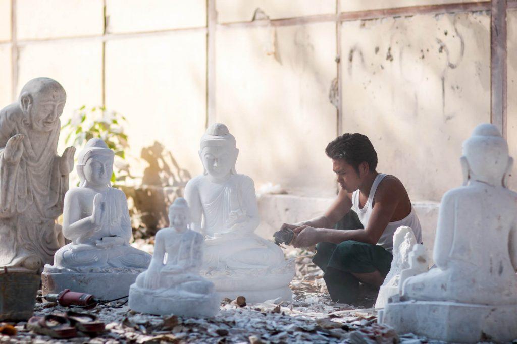 Carving, Burma - Travel photographer