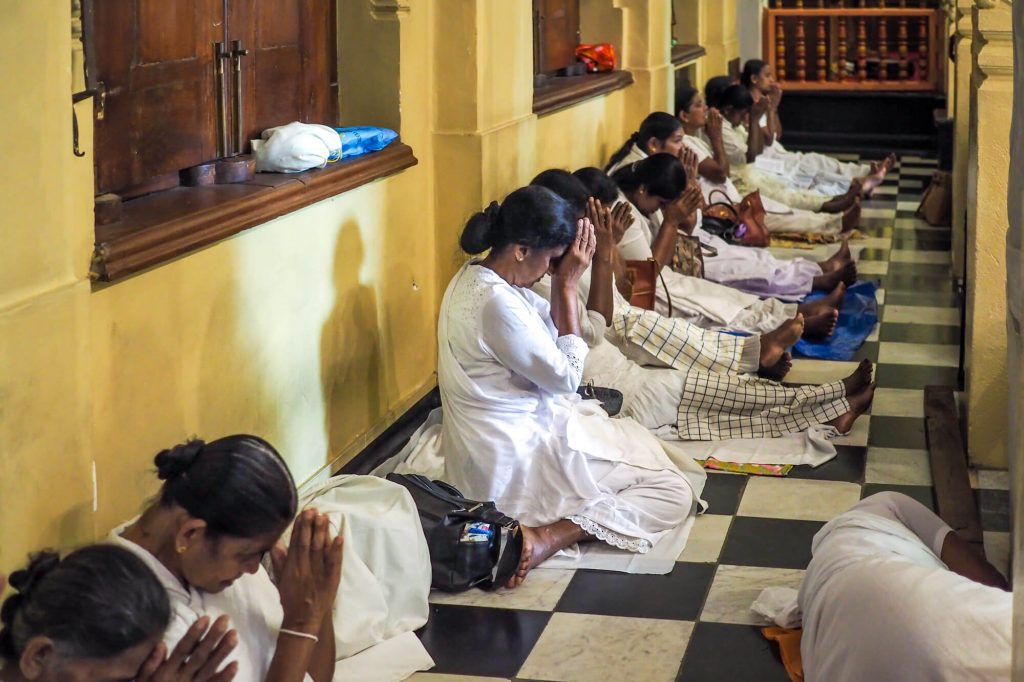 Pray, Sri Lanka - Travel photographer